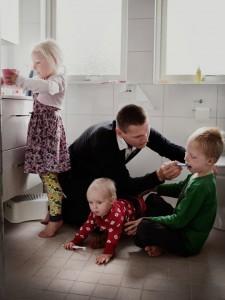 """Папа наверное думает """"И как это мама все успевает..."""""""