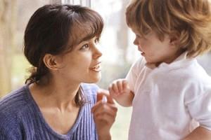 медлительный ребенок смотреть в глаза