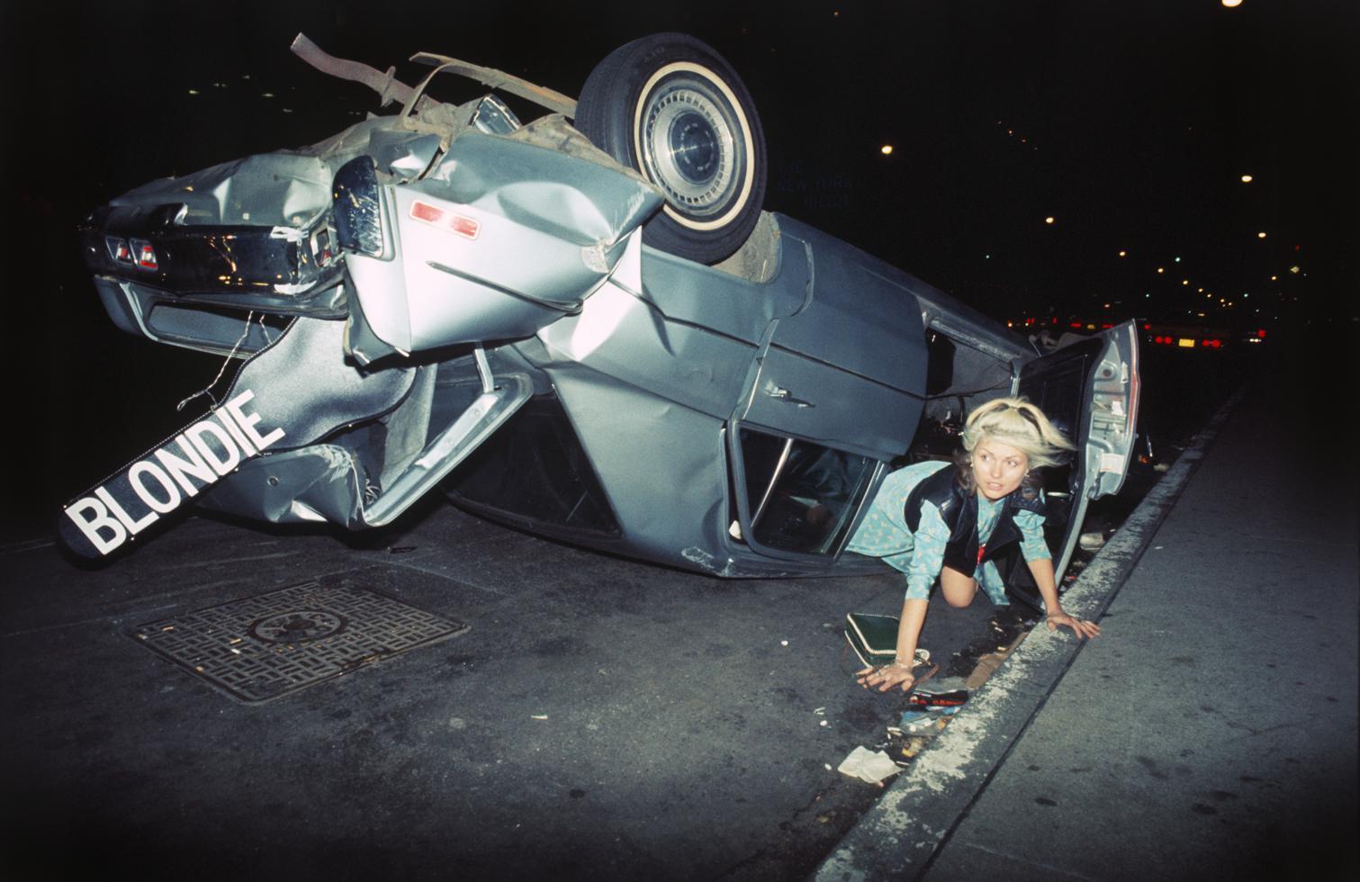 женщина за рулем авария