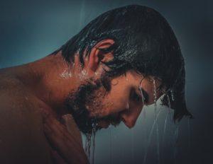 Душ, вода поможет снять напряженность после работы