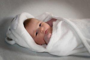 Как научить ребенка спать раслабленое пеленание