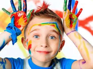 Внимательность развивается когда ребенок занимается хобби.