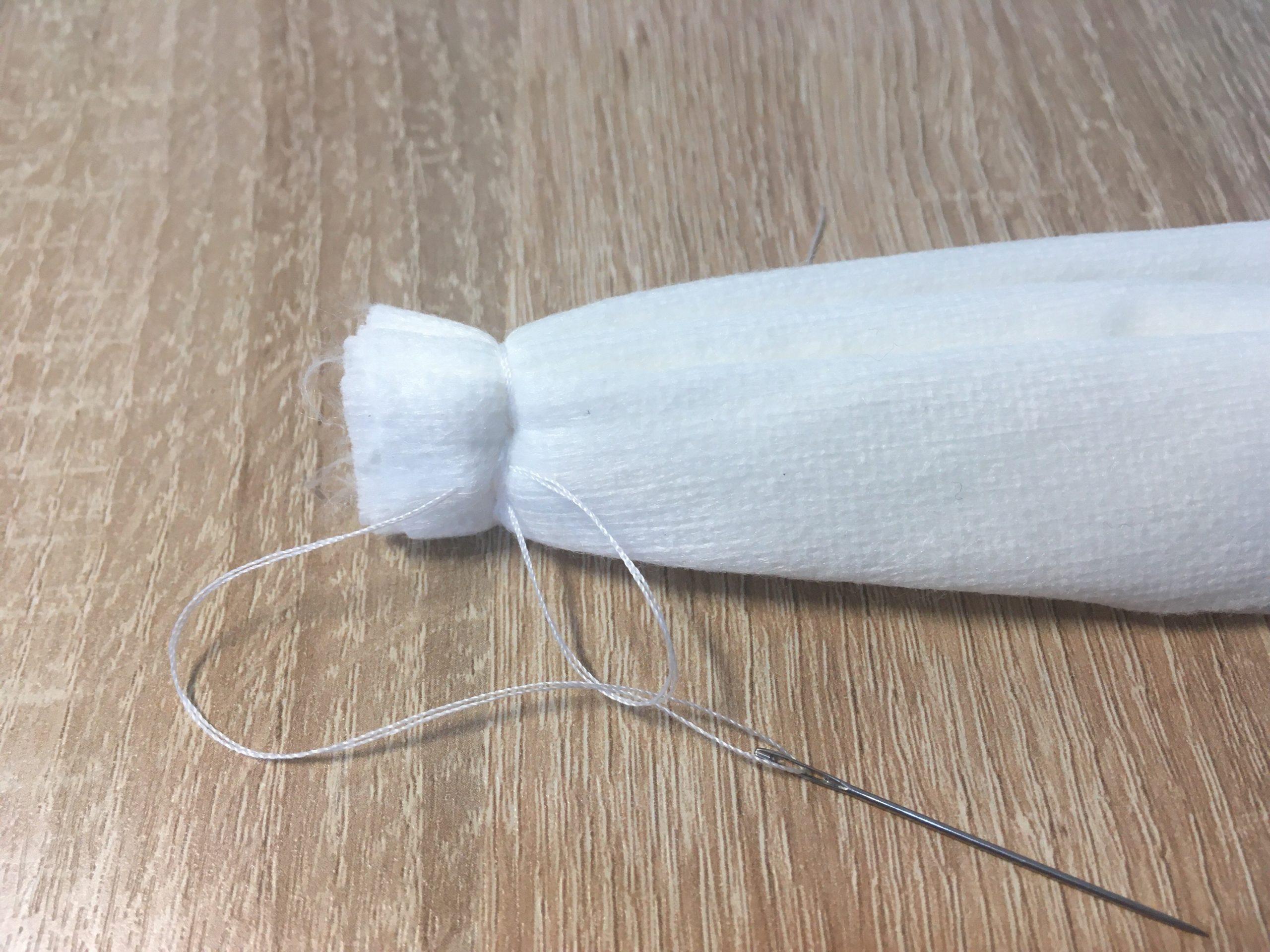 07 Сшиваем край так как обычно пришивают пуговицу - в два отверстия